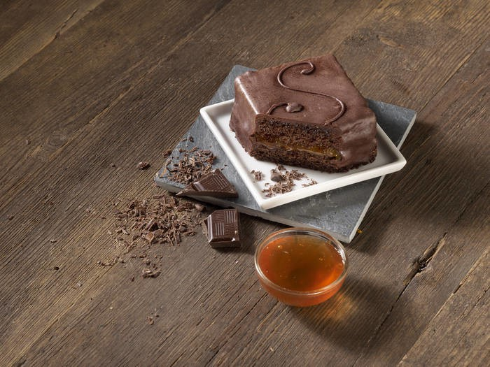 LOGO_SACHERTORTE WITH APRICOT JAM