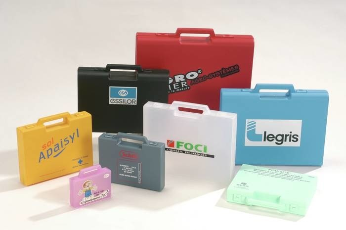 LOGO_Plastic cases with semi-integral handle