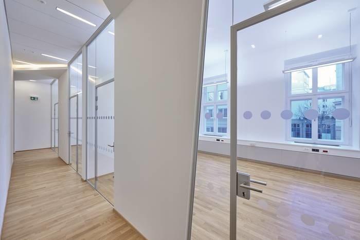 "LOGO_""Office"" Glastrennwandsystem von C.R. Laurence"