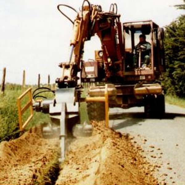 LOGO_AFT 100 Traktoranbaufräse