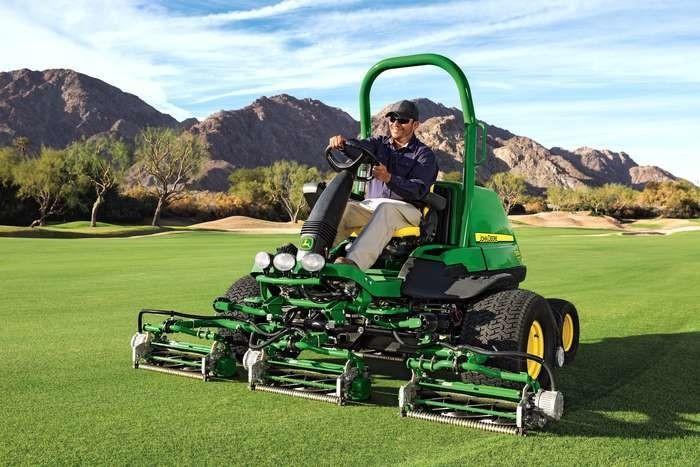 LOGO_John Deere führt neue Mäher für die Golfplatzpflege ein: Fairwaymäher 7500A - 8700A