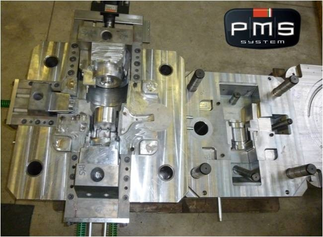 LOGO_Die-casting mold no. 3 movements for  textile sector.