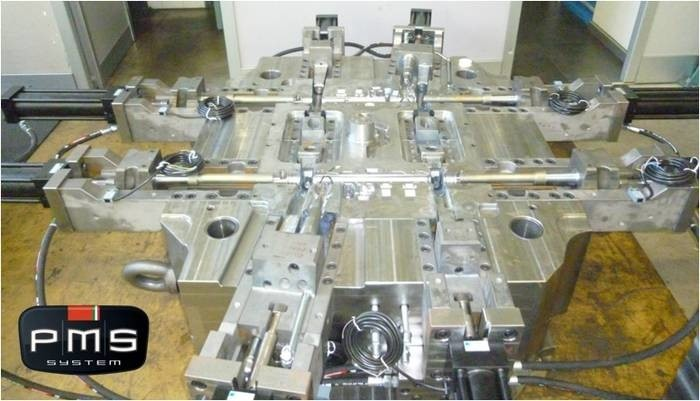 LOGO_Die-casting mold no. 2 cavities, no. 8 movements for automotive.