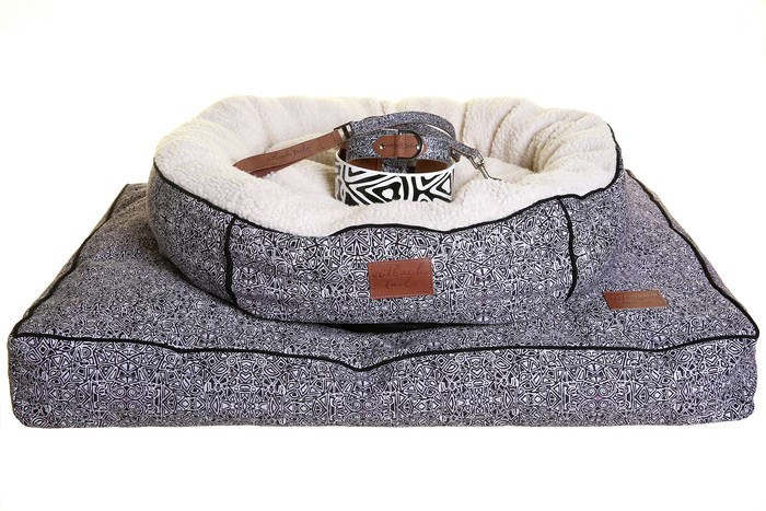 LOGO_Outback Tails Dog Beds