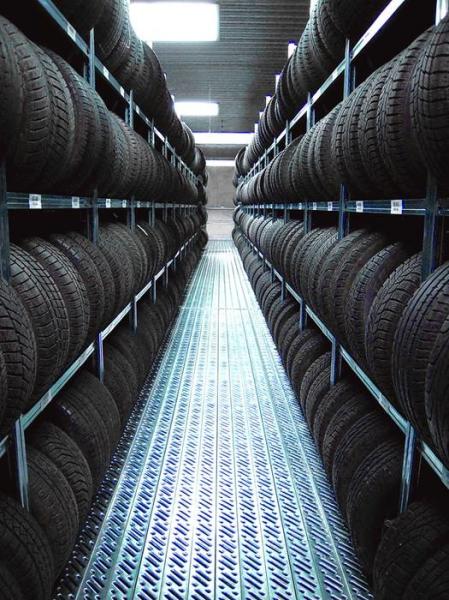 LOGO_Stehende Reifenlagerung