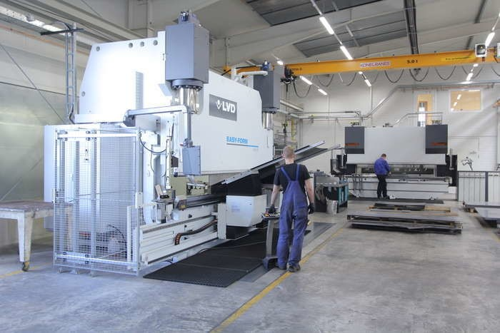 LOGO_CNC-Gesenkbiegepresse 1x 400 Tonnen, 1x 170 Tonnen