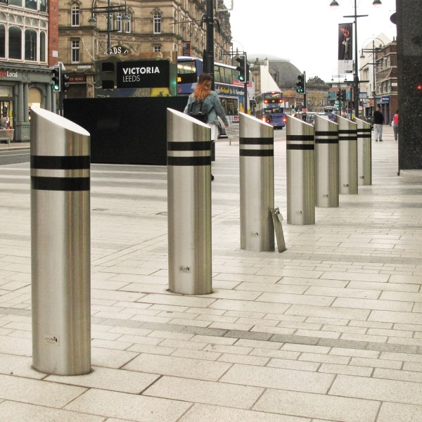 LOGO_Crash bollards as street furniture