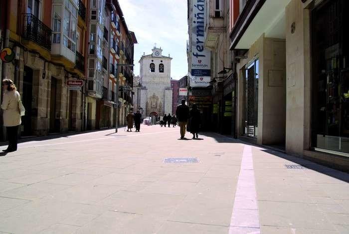 LOGO_FUSSGÄNGERZONENBILDUNG DER STRASSE SAN COSME (BURGOS-SPANIEN)