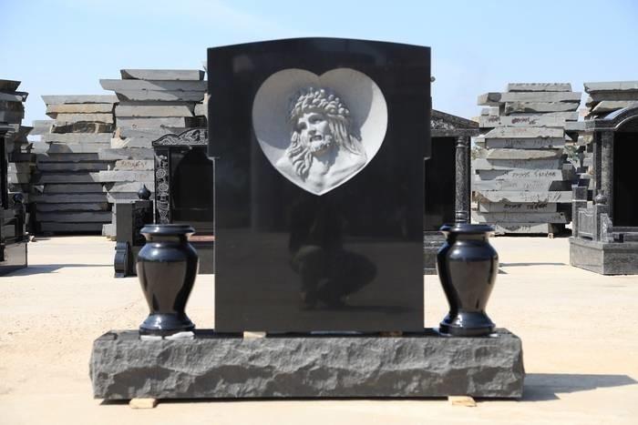 LOGO_gravestone 3