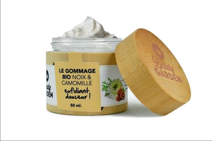 LOGO_Organic walnut & chamomille peeling - Exfoliate